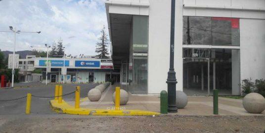 EXCELENTE LOCAL COMERCIAL EN ARRIENDO , STRIP CENTER , LA DEHESA .